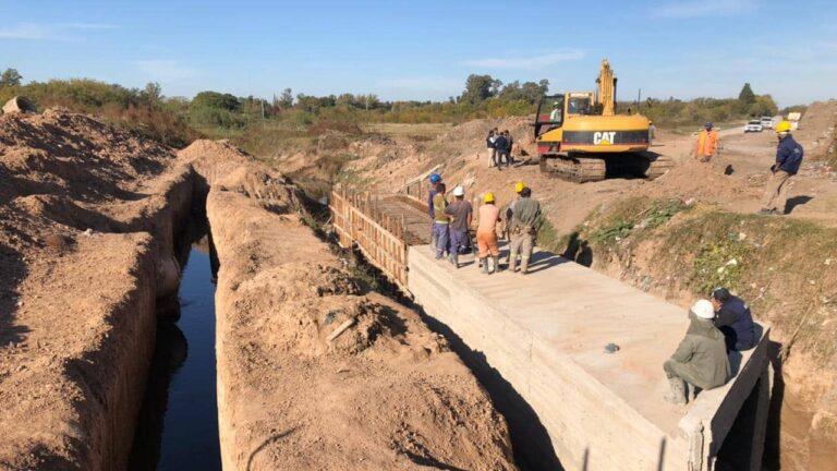 Además de bacheo y pavimentación, se hará un conducto de hormigón para el arroyo Los Berros.