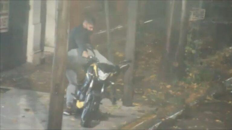 Operadora policial festeja por frustrar en vivo robo de una moto en San Miguel.