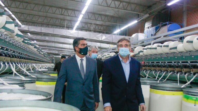 El gobernador Jorge Capitanich visitó una planta textil que incorporará 100 puestos de trabajo durante 2021.