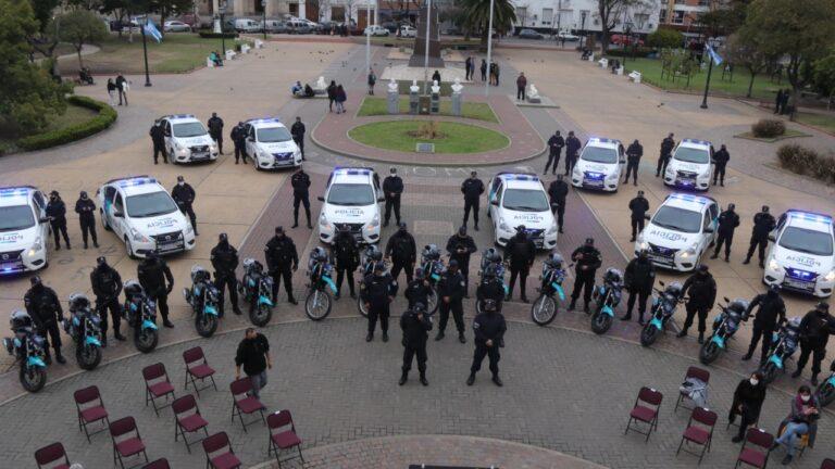 Entregaron 25 móviles policiales en Morón durante un acto con presencias de Ghi y berni