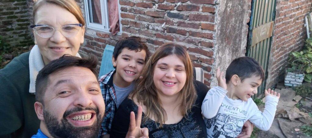 Juan Ignacio junto a su familia, antes del triste hecho que debieron sufrir.