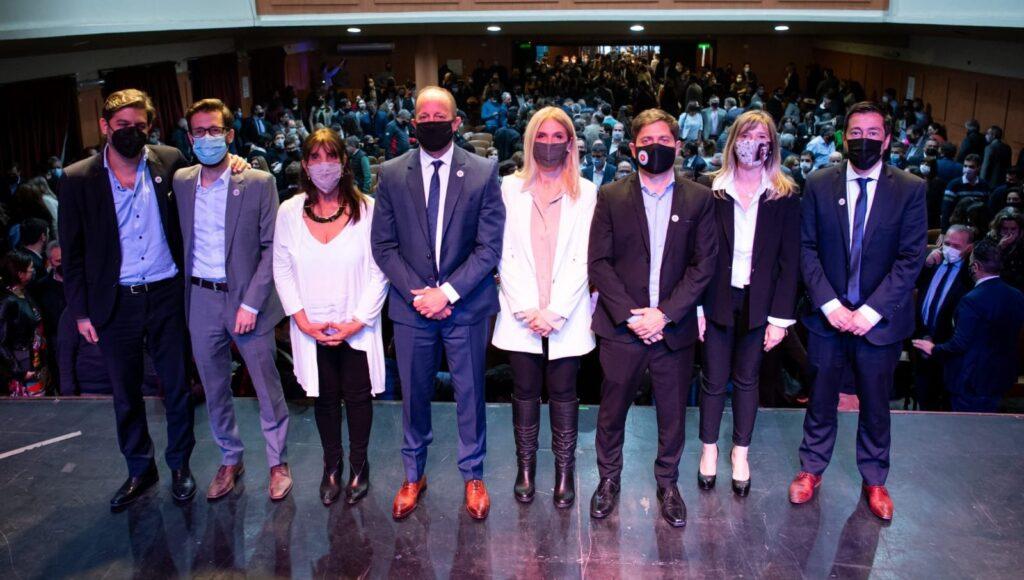 Axel Kicillof y los nuevos miembros del gabinete provincial.