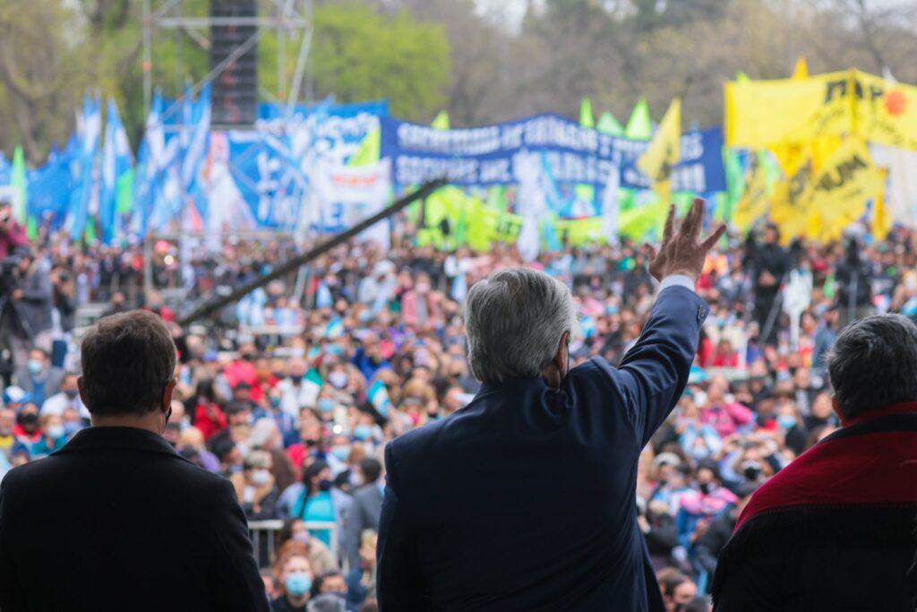 Alberto Fernández en campaña desde José C. Paz: para defenderlo, Mario Ishii amenazó a los medios