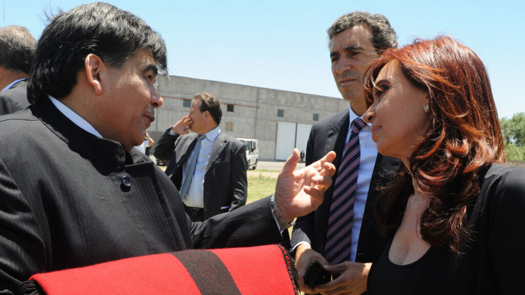 Alberto Fernández retomó la campaña en José C. Paz: Mario Ishii lo defendió con una amenaza a los medios