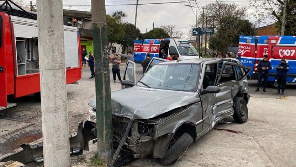 Tres jóvenes con graves heridas tras un brutal choque con una patrulla de Lomas de Zamora: esperan ayuda y justicia