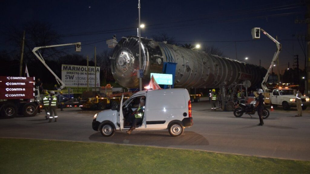Una odisea para trasladar una columna en el Sur del Conurbano.