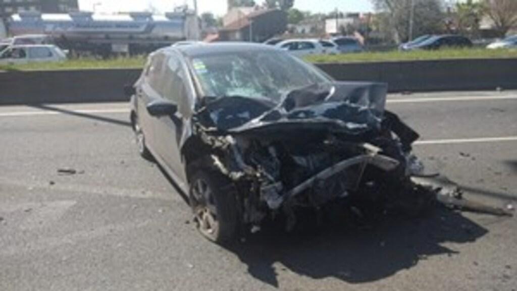 Así quedó el Peugeot 308 que chocó el auto donde iban las tres víctimas fatales.