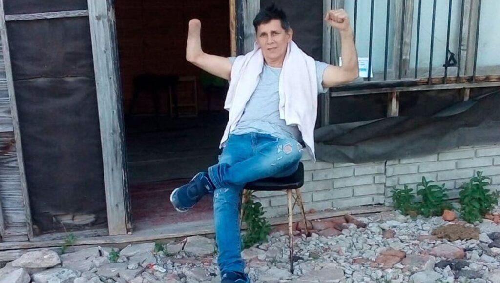 Fue promesa del boxeo, perdió una mano y ahora da clases en las calles de Ezeiza